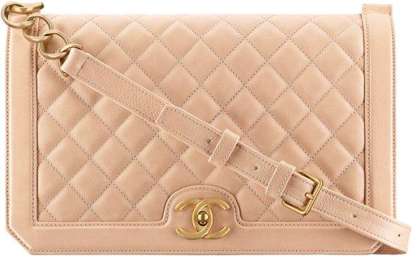 Сумка-конверт Chanel бежевого цвета