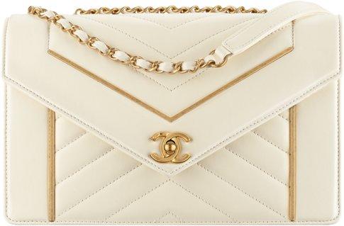 Сумка-конверт Chanel цвета слоновой кости
