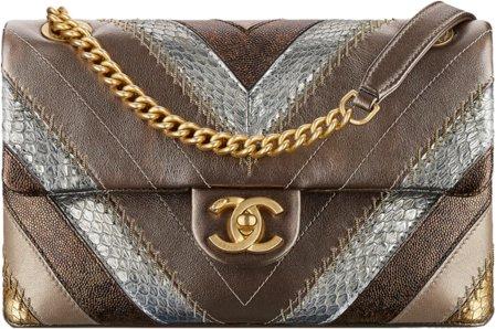Сумка-конверт Chanel из кожи теленка и змеи элафе.