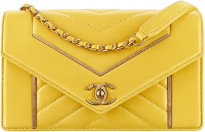 Желтая сумка-конверт Chanel из кожи ягненка